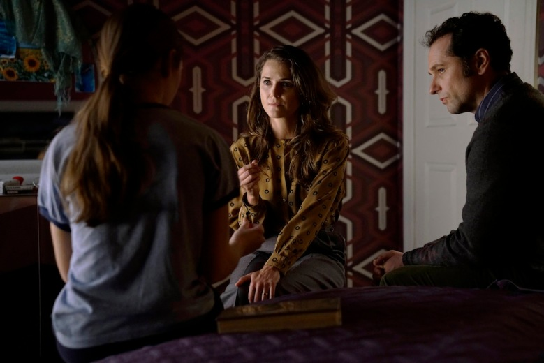 """THE AMERICANS """"Amber Waves"""" -- Season 5, Episode 1 (Airs Tuesday, March 7, 10:00 pm/ep) -- Pictured: (l-r) Holly Taylor as Paige Jennings, Keri Russell as Elizabeth Jennings, Matthew Rhys as Philip Jennings. CR: Patrick Harbron/FX"""