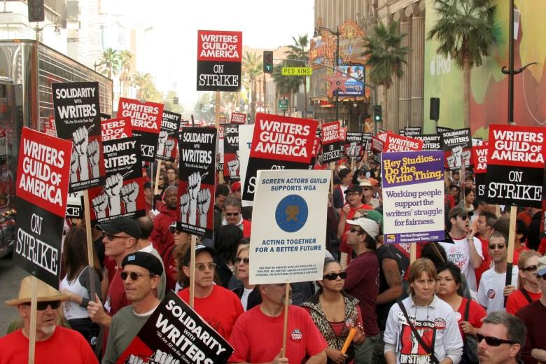 WGA PicketersWriters Guild Of America Strike, Hollywood Boulevard, Los Angeles, America - 20 Nov 2007