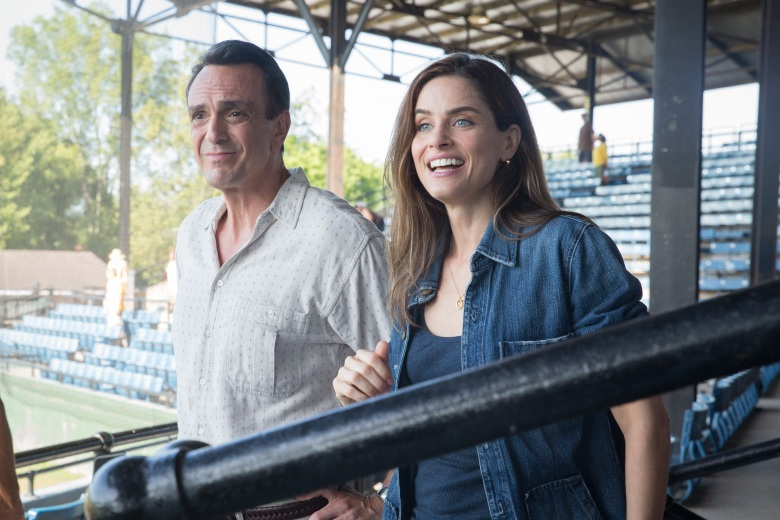Hank Azaria and Amanda Peet