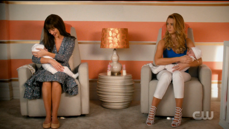 "Yael Grobglas as Anezka (left) and Petra (right), ""Jane the Virgin"""