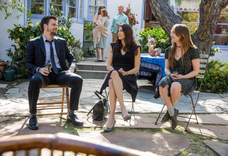 """CASUAL -- """"Ashes to Ashes"""" Episode 301 -- In the wake of Charles' death, Alex and Valerie adjust to their new lives apart. Laura schemes to remove her tattoo. From left, Alex (Tommy Dewey), Valerie (Michaela Watkins) and Laura (Tara Lynne Barr), shown. (Photo by: Greg Lewis/Hulu)"""