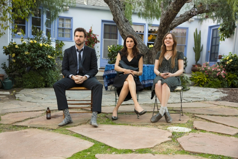Casual Season 3 Episode 1 Tommy Dewey Michaela Watkins Tara Lynne Barr Ashes to Ashes