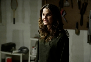 """THE AMERICANS -- """"The Soviet Division"""" -- Season 5, Episode 13 (Airs Tuesday, May 30, 10:00 pm/ep) -- Pictured: Keri Russell as Elizabeth Jennings. CR: Patrick Harbron/FX"""