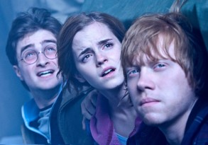 """(L-r) DANIEL RADCLIFFE as Harry Potter, EMMA WATSON as Hermione Granger and RUPERT GRINT as Ron Weasley in Warner Bros. Pictures' fantasy adventure """"HARRY POTTER AND THE DEATHLY HALLOWS – PART 2,"""" a Warner Bros. Pictures release."""