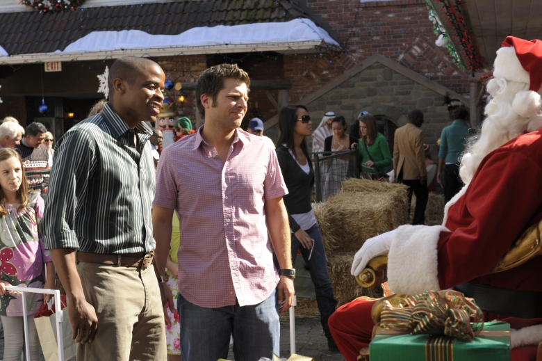 """PSYCH -- """"Christmas Joy"""" Episode 310 -- Pictured:  (l-r) Dule Hill as Burton """"Gus"""" Guster, James Roday as Shawn Spencer -- (Photo by: Alan Zenuk/USA Network)"""