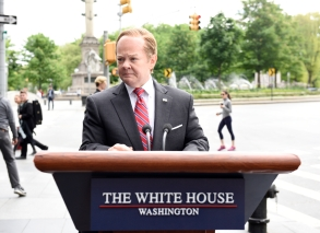 """SATURDAY NIGHT LIVE -- """"Melissa McCarthy"""" Episode 1724 -- Pictured: Melissa McCarthy as White House Press Secretary Sean Spicer -- (Photo by: Kylie Billings/NBC)"""