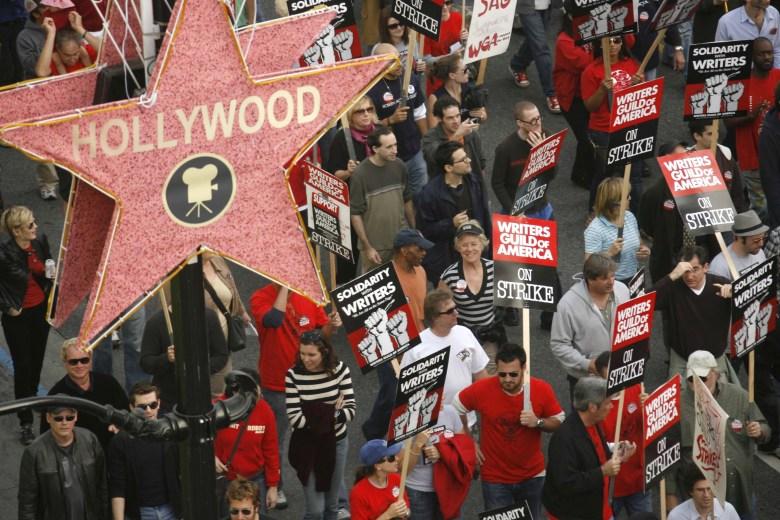 Demonstrators Writers Guild Of America Strike, Hollywood Boulevard, Los Angeles, America - 20 Nov 2007