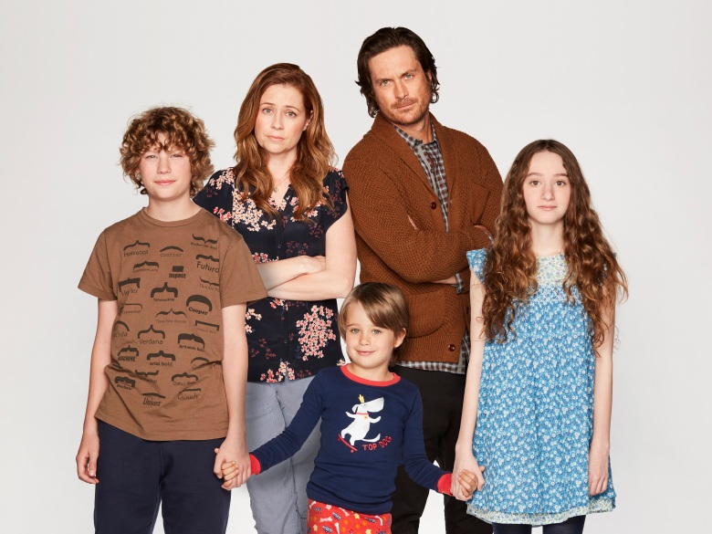 "SPLITTING UP TOGETHER - ABC's ""Splitting Up Together"" stars Van Crosby as Mason, Jenna Fischer as Lena, Sander Thomas as Milo, Oliver Hudson as Martin and Olivia Keville as Mae. (ABC/Craig Sjodin)"