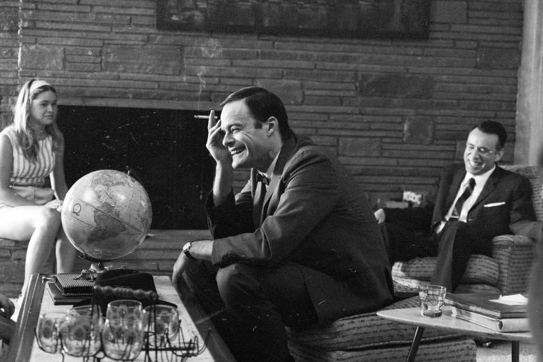 Bill Hader, Fred Armisen - Documentary Now! - Season 2 - Globesman