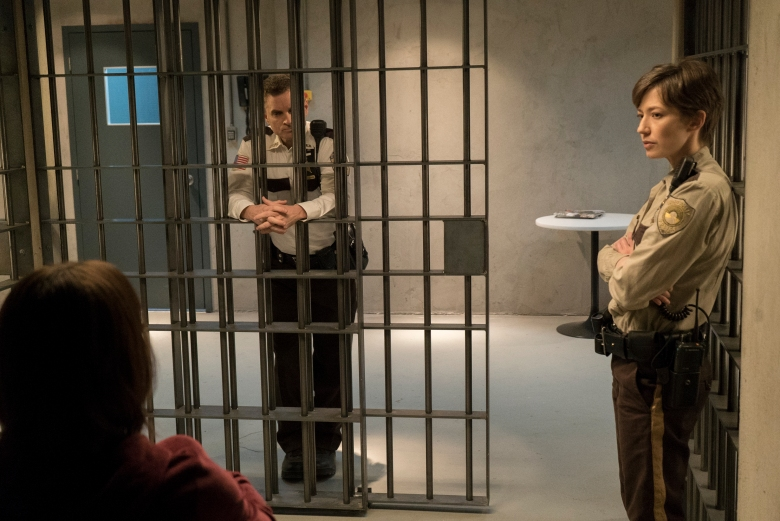 """FARGO -- """"The Law of Inevitability"""" – Year 3, Episode 7 (Airs May 31, 10:00 pm e/p) Pictured (l-r): Mary Elizabeth Winstead as Nikki Swango, Shea Whigham as Sheriff Moe Dammik, Carrie Coon as Gloria Burgle. CR: Chris Large/FX"""