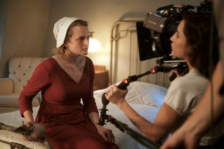 "The Handmaid's Tale -- ""Late"" Episode 103 -- Offred visits JanineÕs baby with Serena Joy and remembers the early days of the revolution before Gilead. Ofglen faces a difficult challenge. Behind the scenes with Offred (Elisabeth Moss) and Reed Morano, shown. (Photo by: George Kraychyk/Hulu)"