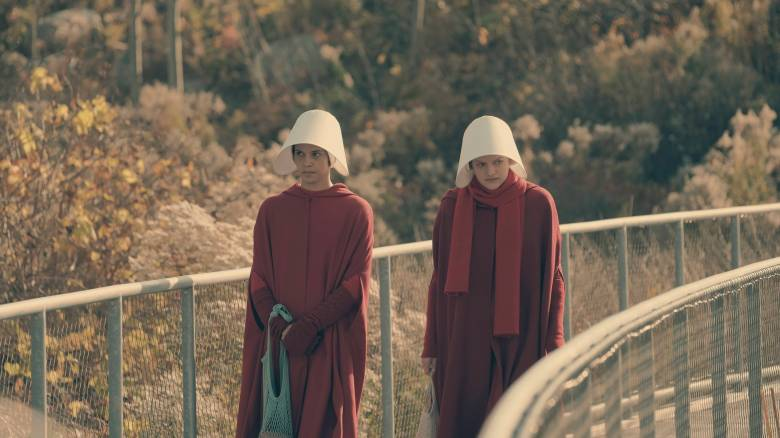 "The Handmaid's Tale -- ""Faithful"" -- Episode 105 -- Serena Joy makes Offred a surprising proposition. Offred remembers the unconventional beginnings of her relationship with her husband. Offred (Elisabeth Moss), shown. (Photo by: George Kraychyk/Hulu)"