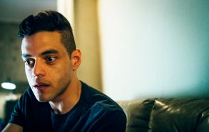"""MR. ROBOT -- """"eps2.2_init_1.asec"""" Episode 204 -- Pictured: Rami Malek as Elliot Alderson -- (Photo by: Michael Parmelee/USA Network)"""