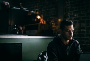 """MR. ROBOT -- """"eps2.7_init_5.fve"""" Episode 209 -- Pictured: Rami Malek as Elliot Alderson -- (Photo by: Michael Parmelee/USA Network)"""