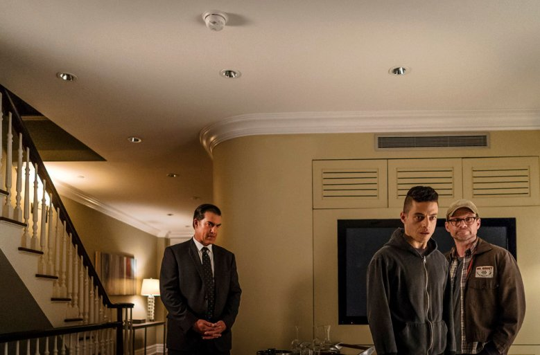"MR. ROBOT -- ""eps2.8_h1dden-pr0cess.axx"" Episode 210 -- Pictured: (l-r) Jeremy Holm as Mr. Sutherland, Rami Malek as Elliot Alderson, Christian Slater as Mr. Robot -- (Photo by: Michael Parmelee/USA Network)"