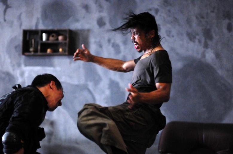 THE RAID, (aka SERBUAN MAUT), from left: Joe Taslim, Yayan Ruhian, 2011. ph: Akhirwan Nurhaidir/©Sony Pictures Classics
