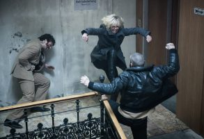 """Charlize Theron in amazing 7 minute """"Atomic Blonde"""" action scene"""