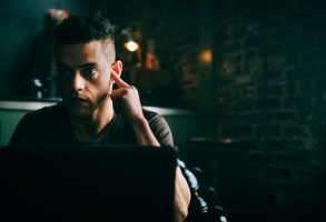 "MR. ROBOT -- ""eps2.7_init_5.fve"" Episode 209 -- Pictured: Rami Malek as Elliot Alderson -- (Photo by: Michael Parmelee/USA Network)"
