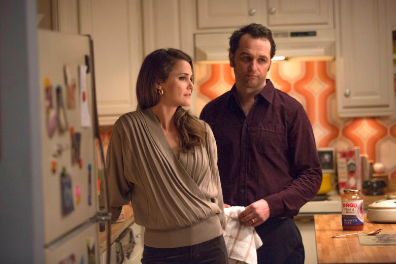 "THE AMERICANS -- ""The Midges"" -- Season 5, Episode 3 (Airs Tuesday, March 21, 10:00 pm/ep) -- Pictured: (l-r) Keri Russell as Elizabeth Jennings, Matthew Rhys as Philip Jennings. CR: Patrick Harbron/FX"
