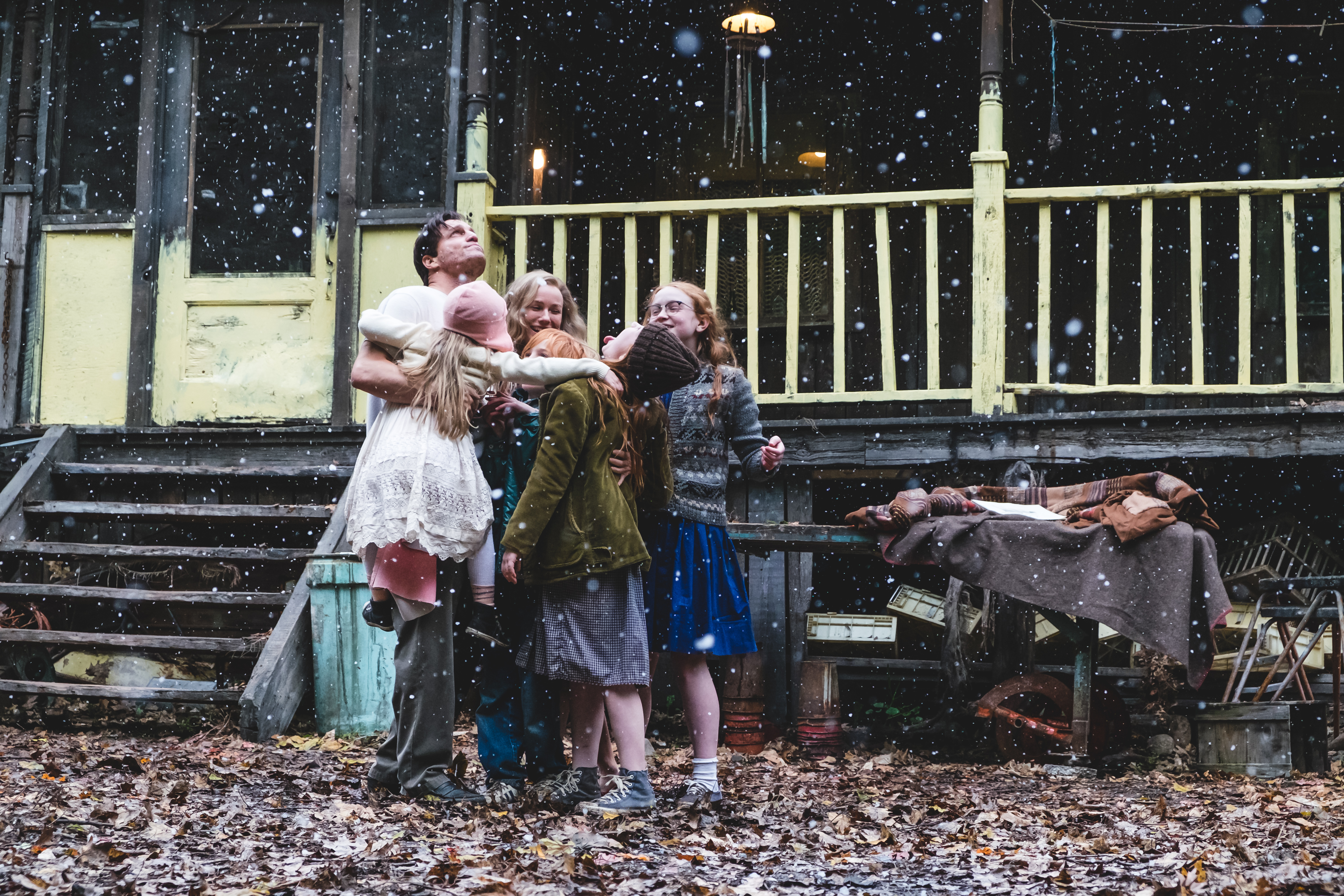 "From L to R: Woody Harrelson ""Rex Walls."" Eden Grace Redfield as ""Youngest Maureen,"" Naomi Watts ""Rose Mary Walls"" Charlie Shotwell ""Young Brian,"" Ella Anderson ""Young Jeannette,"" Eden Grace Redfield as ""Youngest Maureen"" and Sadie Sink as ""Young Lori"" in THE GLASS CASTLE. Photo by Jake Giles Netter."