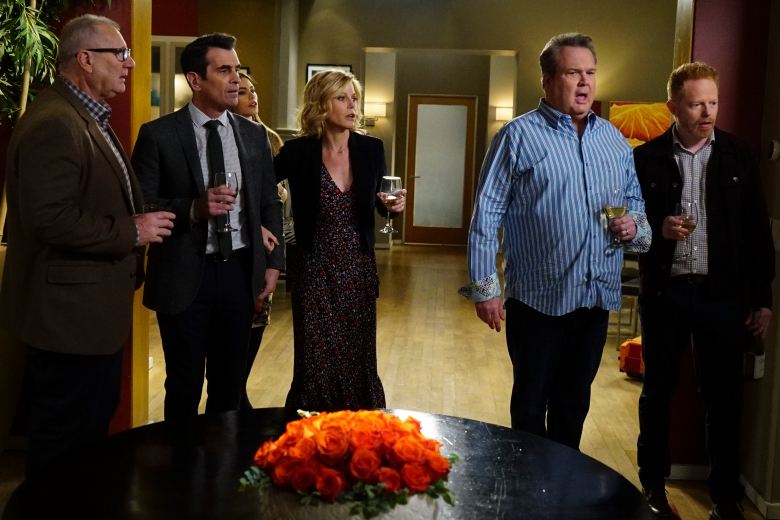 "MODERN FAMILY - ""The Graduates"" - In the season finale, Manny's father, Javier (guest-star Benjamin Bratt), shows up for his graduation and takes him out on a wild night of celebration, and then Jay steps in to pick-up the pieces. Meanwhile, the Pritchett-Dunphy-Tucker clan is getting ready for Luke and Manny's big day and dealing with the emotions that come with seeing your kids grow up and leave the nest. ""Modern Family"" airs WEDNESDAY, MAY 17 (9:00-9:31 p.m. EST), on The ABC Television Network. (ABC/Richard Cartwright)ED O'NEILL, TY BURRELL, SOFIA VERGARA, JULIE BOWEN, ERIC STONESTREET, JESSE TYLER FERGUSON"