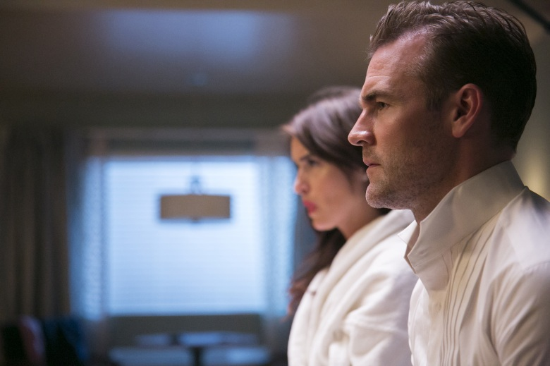 "Davie-Blue and James Van Der Beek in Ep. 2 of ""Room 104"""
