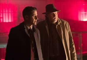 GOTHAM: L-R: Ben McKenzie and Donal Logue in the ÒHeroes Rise: Light The WickÓ episode of GOTHAM airing Monday, May 15 (8:00-9:01 PM ET/PT) on FOX. Cr: Jessica Miglio/FOX