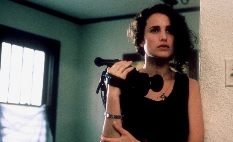 ANDIE MACDOWELL Film 'SEX, LIES, AND VIDEOTAPE ; SEX, LIES AND VIDEOTAPE' (1989)Directed By STEVEN SODERBERGH04 August 1989TW270 AugustAllstar Collection/MIRAMAX**WARNING** This photograph can only be reproduced by publications in conjunction with the promotion of the above film. For Printed Editorial Use Only, NO online or internet use.