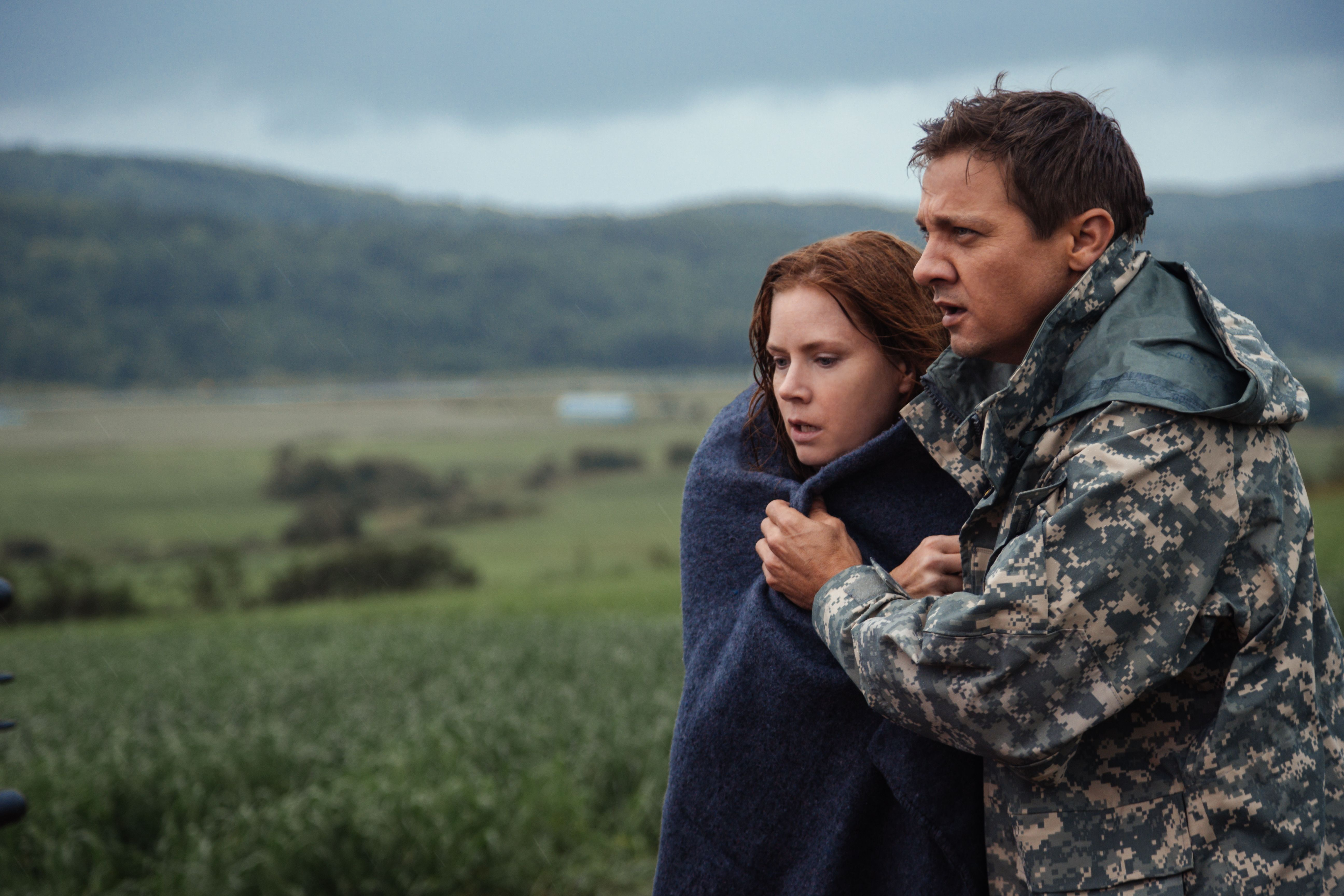 No Merchandising. Editorial Use Only. No Book Cover UsageMandatory Credit: Photo by Paramount/Kobal/REX/Shutterstock (7675364l) (L-R) Jeremy Renner and Amy Adams 'Arrival' Film - 2016