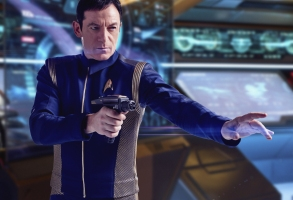 Jason Isaacs as Captain Gabriel Lorca. STAR TREK: DISCOVERY coming to CBS All Access. Photo: James Dimmock / CBS 2017©CBS Interactive.