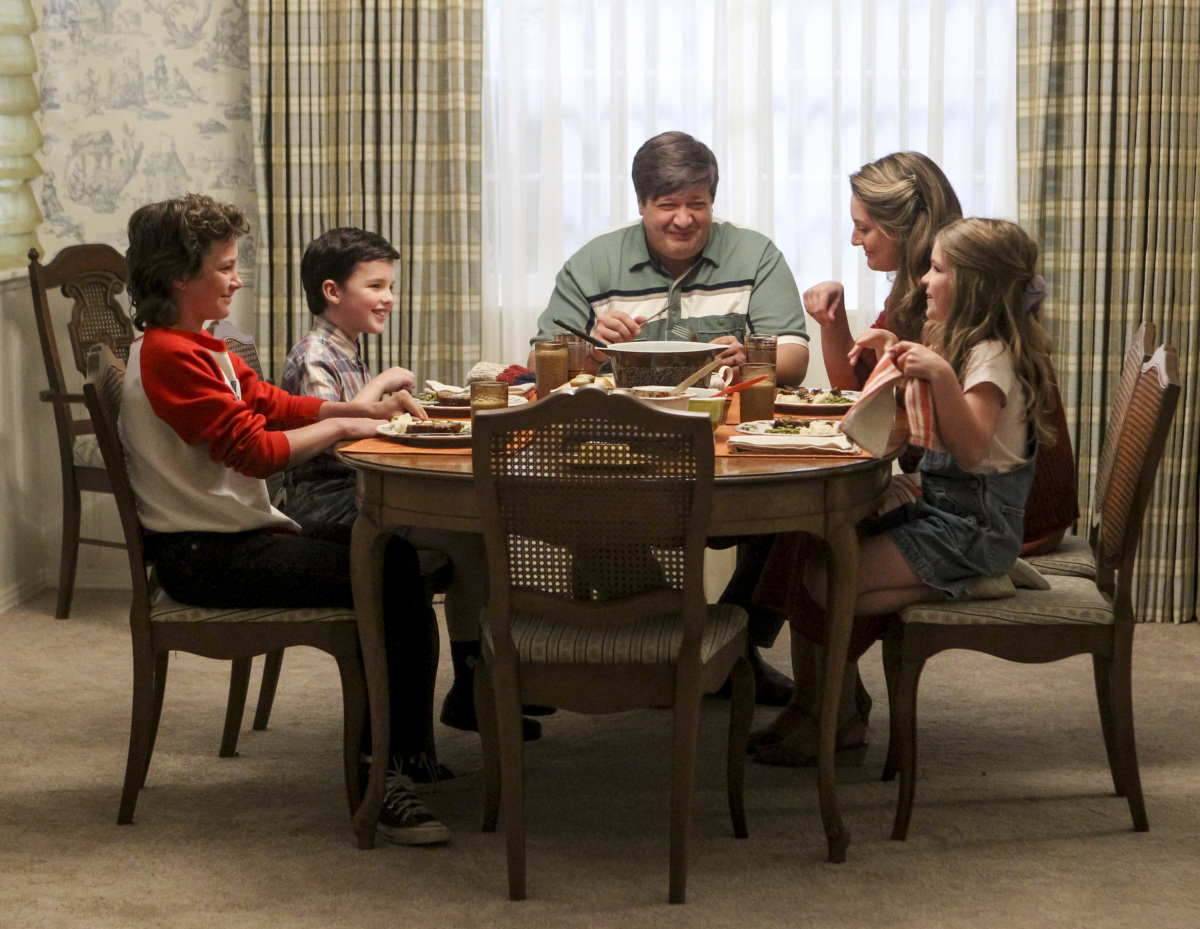 Young Sheldon Season 1 Iain Armitage Lance Barber Zoe Perry Pilot Premiere