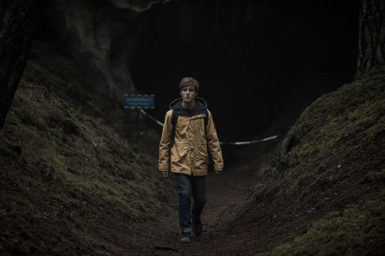 Dark Season 1 Netflix Jonas Cave