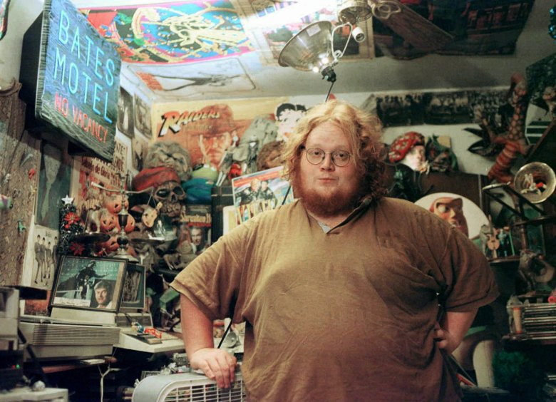HARRY KNOWLES Harry Knowles poses at his home, in Austin, Texas. From his home, Knowles runs Ain't it Cool News, an Internet web site loaded with inside information about the latest projects in Hollywood, breaking news about casting and offering early reviews of movies being shot and others in the writing stagesHARRY KNOWLES, AUSTIN, USA