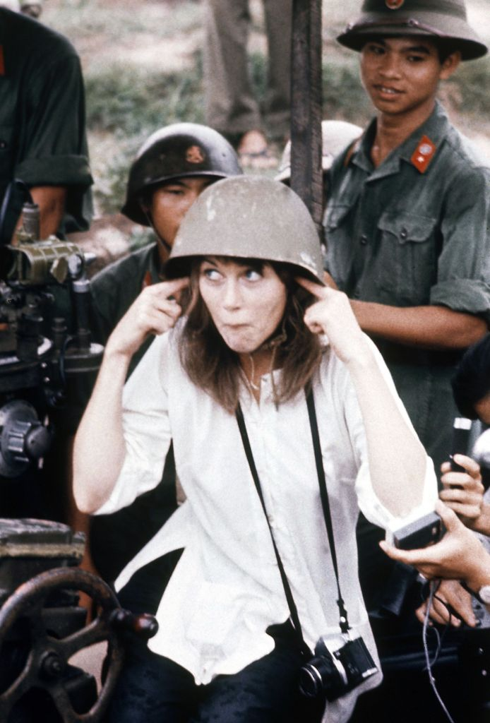 Jane Fonda Jane Fonda, visits anti-aircraft gun position near Hanoi, VietnamJane Fonda in Vietnam, Vietnam