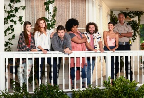 """KEVIN (PROBABLY) SAVES THE WORLD - ABC'S """"Kevin (Probably) Saves the World"""" stars Chloe East and Reese Cabrera, JoAnna Garcia Swisher as Amy Cabrera, Jason Ritter as Kevin Finn, Kimberly Hébert Gregory as Yvette, Dustin Ybarra as Tyler Medina, J. August Richards as Deputy Nate Purcell and India De Beaufort as Kristin Allen. (ABC/Bob D'Amico)"""