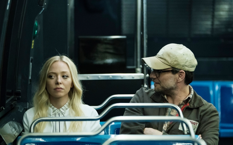 "MR. ROBOT -- ""eps3.0_power-saver-mode.h"" Episode 301 -- Pictured: (l-r) Portia Doubleday as Angela Moss, Christian Slater as Mr. Robot -- (Photo by: Peter Kramer/USA Network)"