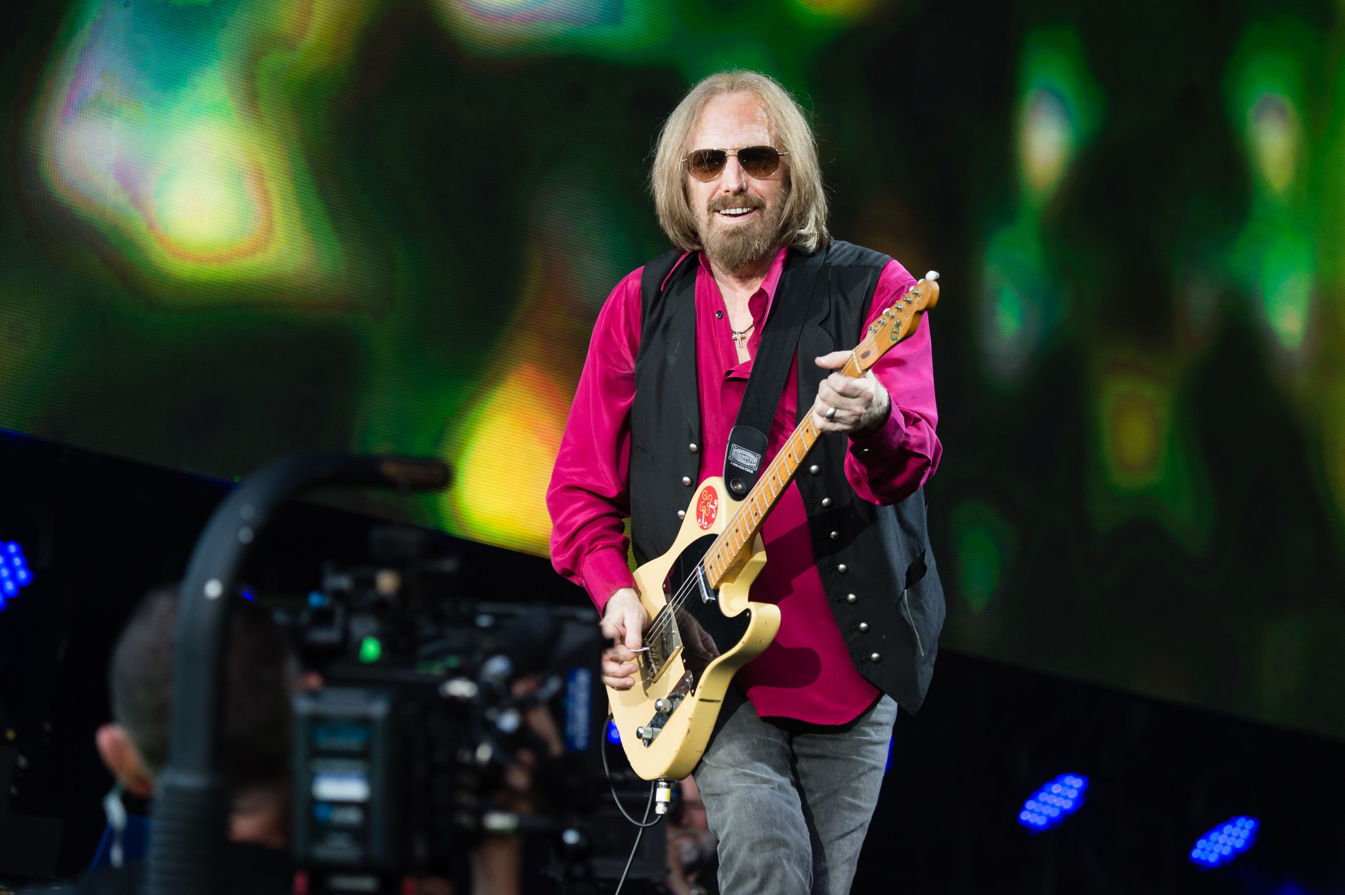 Rocker Tom Petty, 66, dies after being removed from life support