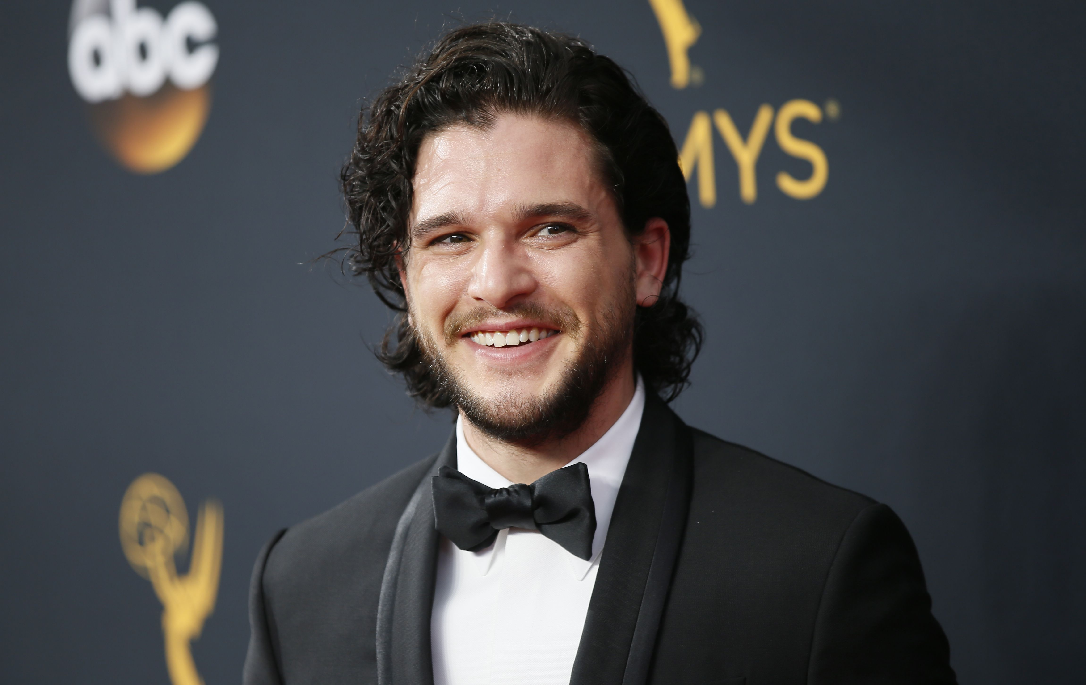 Kit Harington Apologizes, Fans React to Last Night's Episode of Game ofThrones' images