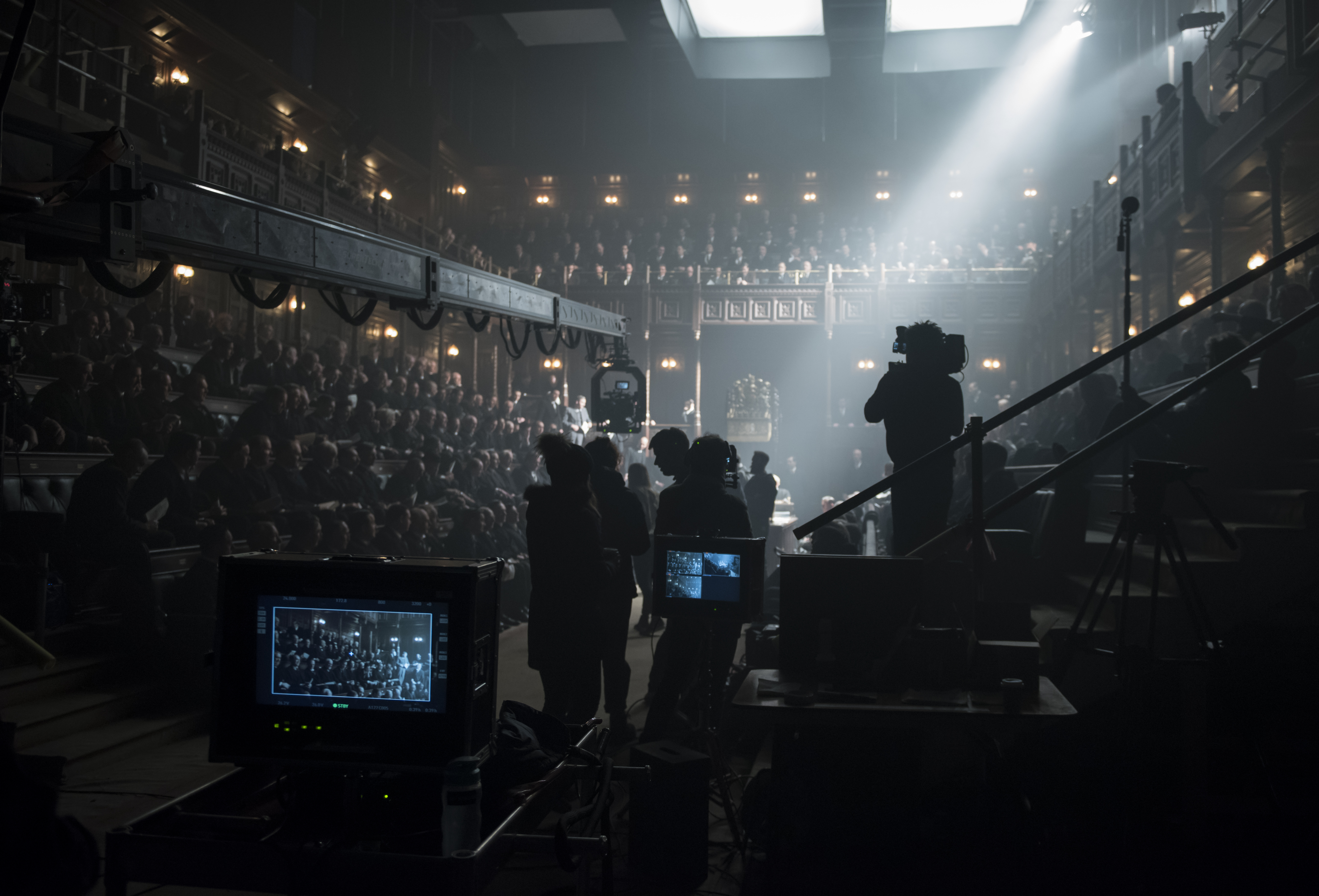 4106_D049_00321_CROPCast and crew filming on the set of director Joe Wright's DARKEST HOUR, a Focus Features release.Credit: Jack English / Focus Features