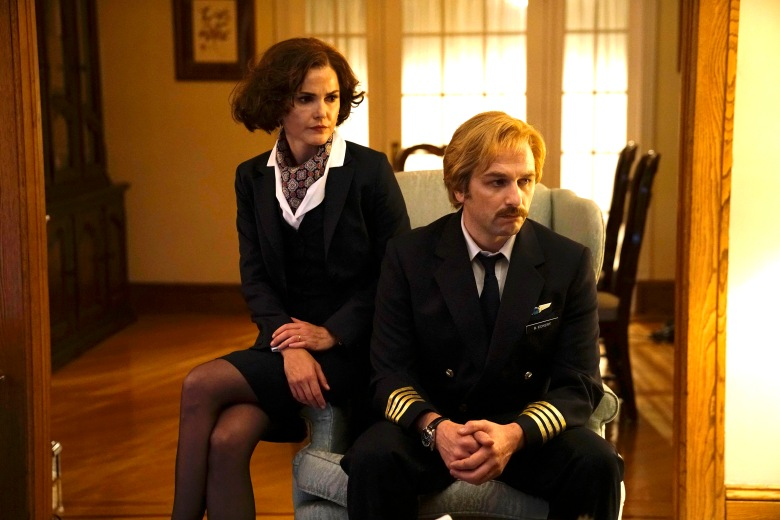 "THE AMERICANS -- ""Amber Waves"" -- Season 5, Episode 1 (Airs Tuesday, March 7, 10:00 pm/ep) -- Pictured: (l-r) Keri Russell as Elizabeth Jennings, Matthew Rhys as Philip Jennings. CR: Patrick Harbron/FX"