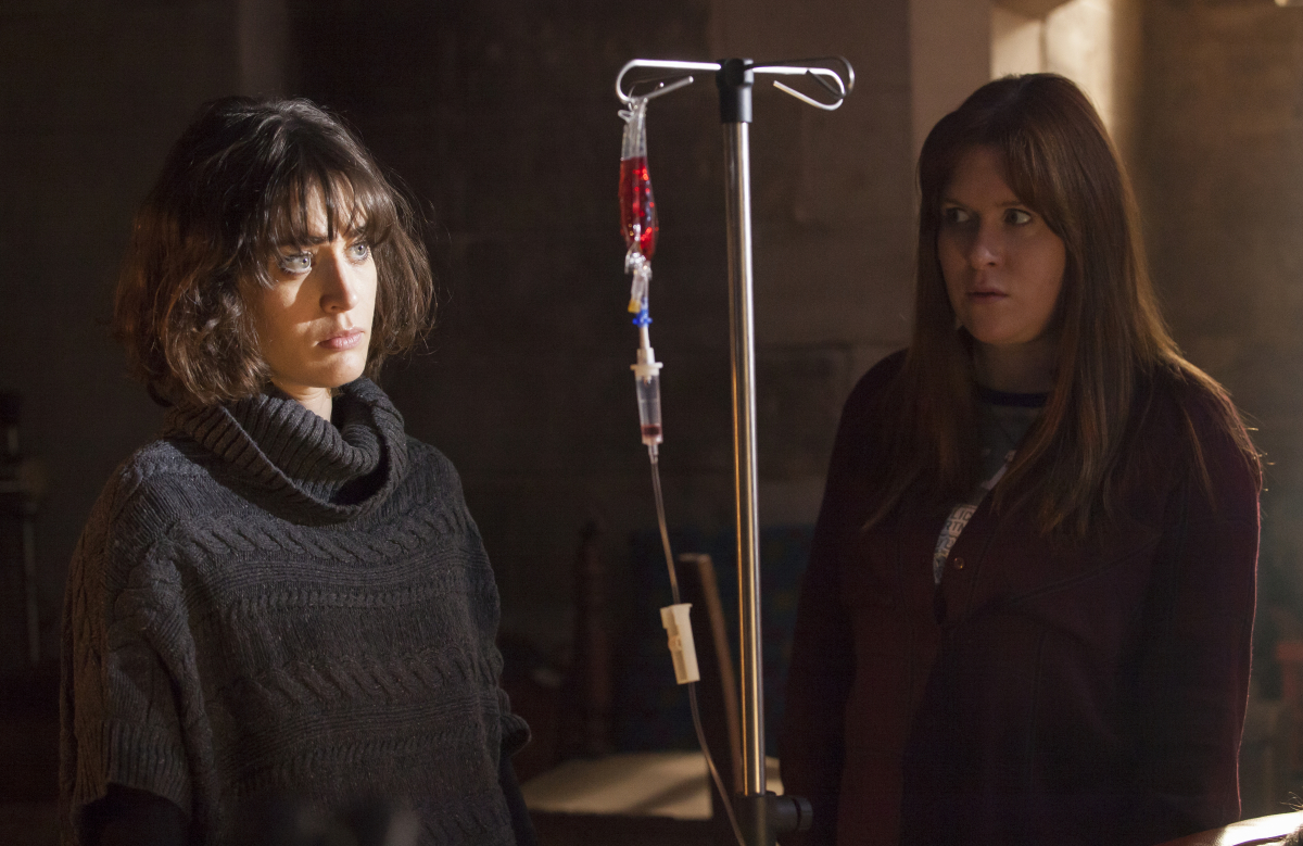 Ill Behaviour Season 1 Lizzy Caplan Jessica Regan Showtime