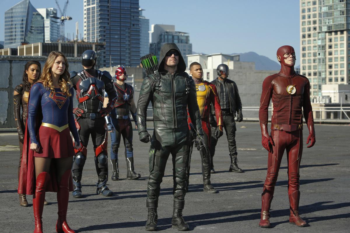 DC CW Superhero Crossovers Reveal Fatal Flaw in Netflix Binge ...