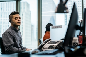 "MR. ROBOT -- ""eps3.4_runtime-error.r00"" Episode 305 -- Pictured: Rami Malek as Elliot Alderson -- (Photo by: Michael Parmelee/USA Network)"