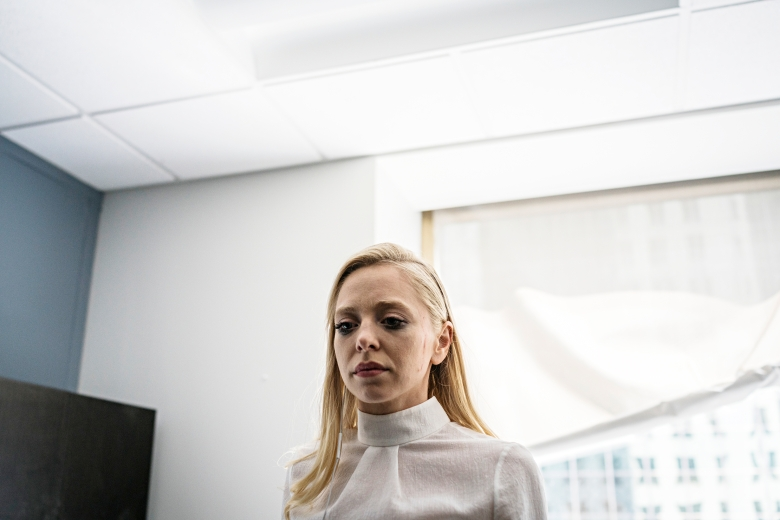 "MR. ROBOT -- ""eps3.5_kill-process.inc"" Episode 306 -- Pictured: Portia Doubleday as Angela Moss -- (Photo by: Michael Parmelee/USA Network)"