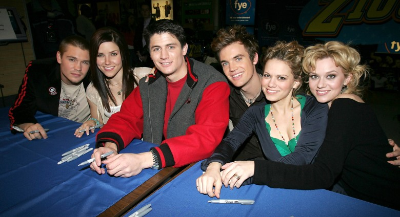 Chad Michael Murray, Sophia Bush, James Lafferty, Tyler Hilton, Bethany Joy Lenz and Hilarie Burton'ONE TREE HILL' TV SHOW CAST CD SIGNING, FYE STORE, NEW YORK, AMERICA - 25 JAN 2005