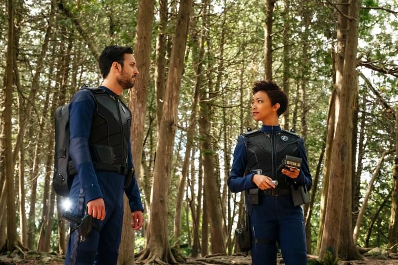 """Si Vis Pacem, Para Bellum"" -- Episode 108 -- Pictured (l-r): Shazad Latif as Lieutenant Ash Tyler; Sonequa Martin-Green as First Officer Michael Burnham of the CBS All Access series STAR TREK: DISCOVERY."