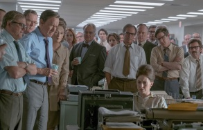 "NOR_D10_061217_0738_0732_R2_COMP – L-R: Howard Simons (David Cross), Frederick ""Fritz"" Beebe (Tracy Letts), Ben Bradlee (Tom Hanks), Kay Graham (Meryl Streep), Arthur Parsons (Bradley Whitford), Chalmers Roberts (Philip Casnoff), Paul Ignatius (Brent Langdon), Meg Greenfield (Carrie Coon, seated) and other members of The Washington Post in Twentieth Century Fox's THE POST. Photo Credit: Niko Tavernise."