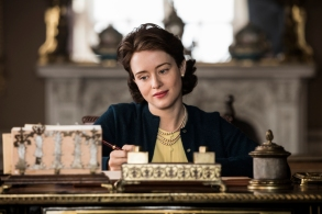 The Crown - Elizabeth - Elizabeth writes a note to Philip