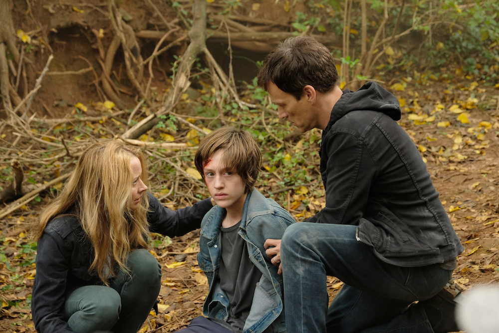 "THE GIFTED: L-R: Amy Acker, Percy Hynes White and Stephen Moyer in the ""3x1"" Winter Premiere episode of THE GIFTED airing Monday, Jan. 1 (9:00-10:00 PM ET/PT) on FOX. ©2017 Fox Broadcasting Co. Cr: Eliza Morse/FOX"