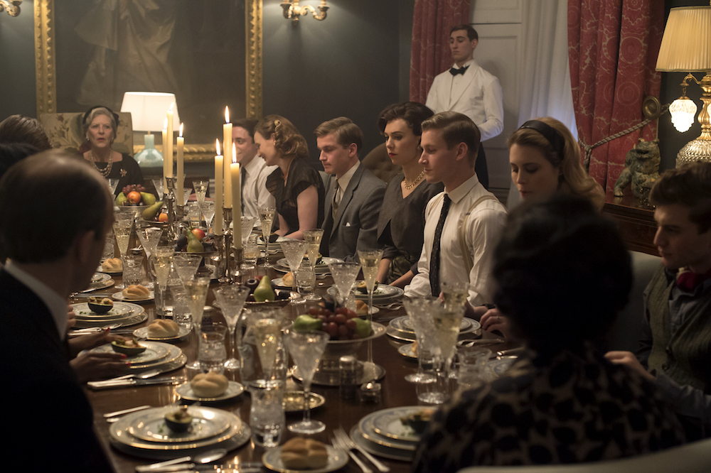 The Crown - Guests, Margaret - Margaret and guests sit for supper at Elizabeth Cavendish's party